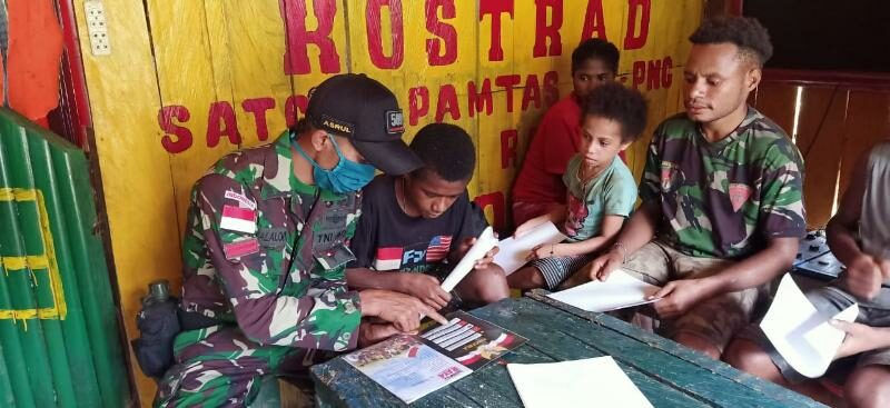 Libur Pandemi Covid-19, Satgas Yonif R 509 Mengajar Anak Papua