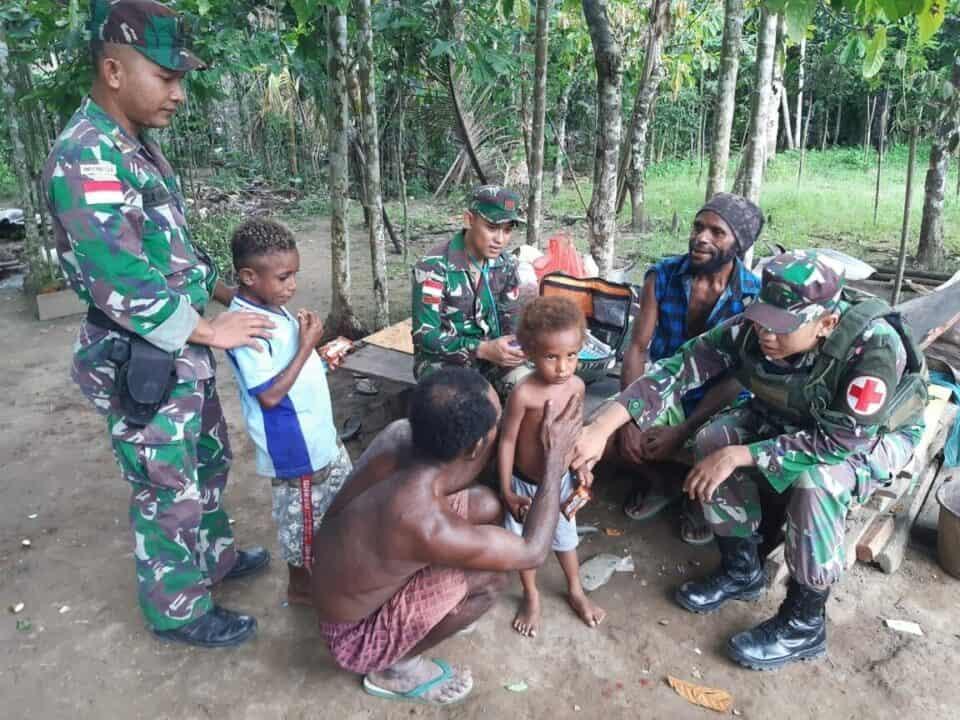 Pengobatan Gratis Satgas Yonif 713, Sehatkan Warga Papua
