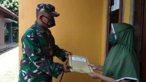 Tangis Haru Nenek Mas'at Terima Bantuan Pangdam IV/Dip