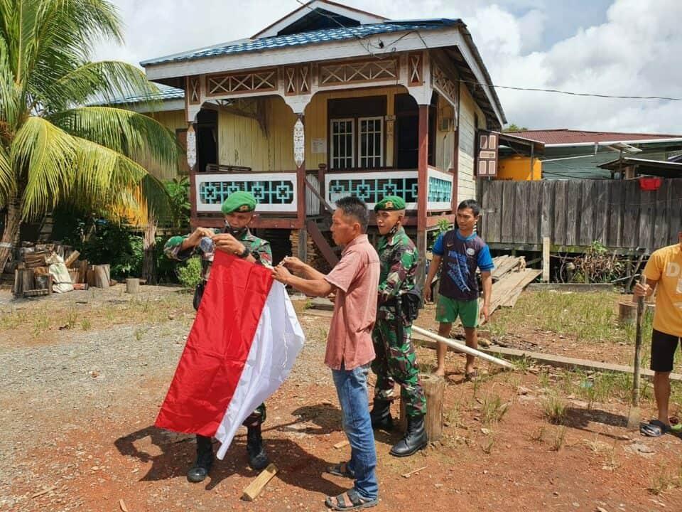 Gelora Cinta Tanah Air, Satgas Yonif 623 dan Warga Perbatasan Kibarkan Merah Putih