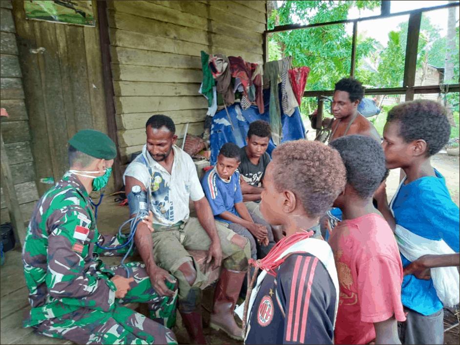 Pengobatan Keliling di Kondo, Satgas Yonif 411 Peduli Warga Papua