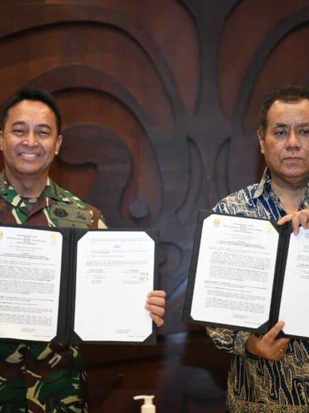 Kepala Staf Angkatan Darat dan Rektor Universitas Indonesia Tanda Tangani Perjanjian Kerja Sama Program Pasca Sarjana dan Pelibatan Mahasiswa UI dalam Kegiatan TNI Manunggal Membangun Desa (TMMD)