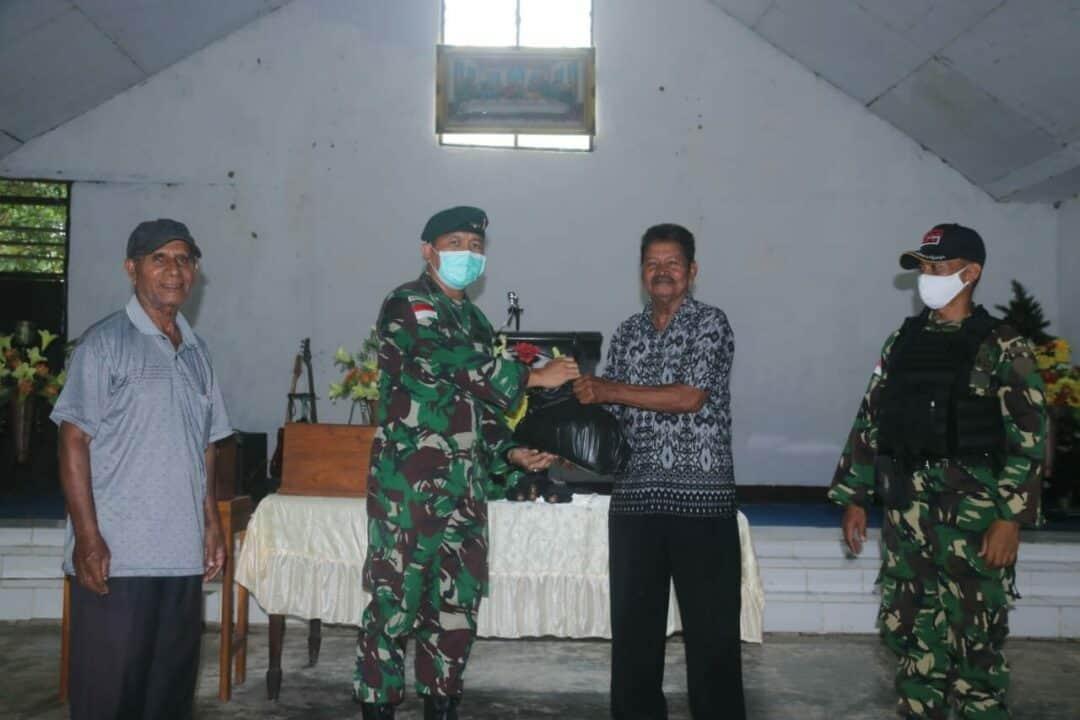 Sembako Peduli Satgas Yonif R 300, Bantu Ringankan Beban Warga Perbatasan Papua