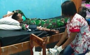 Alami Pendarahan, Satgas Yonif 132 Donorkan Darah Untuk Grestiana Tefa