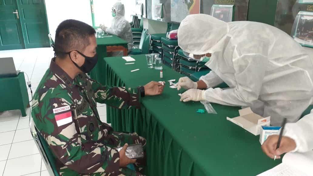 Hasil Rapid Test 400 Orang Personel Satgas Pamtas Yonif R 142/KJ Dinyatakan Negatif
