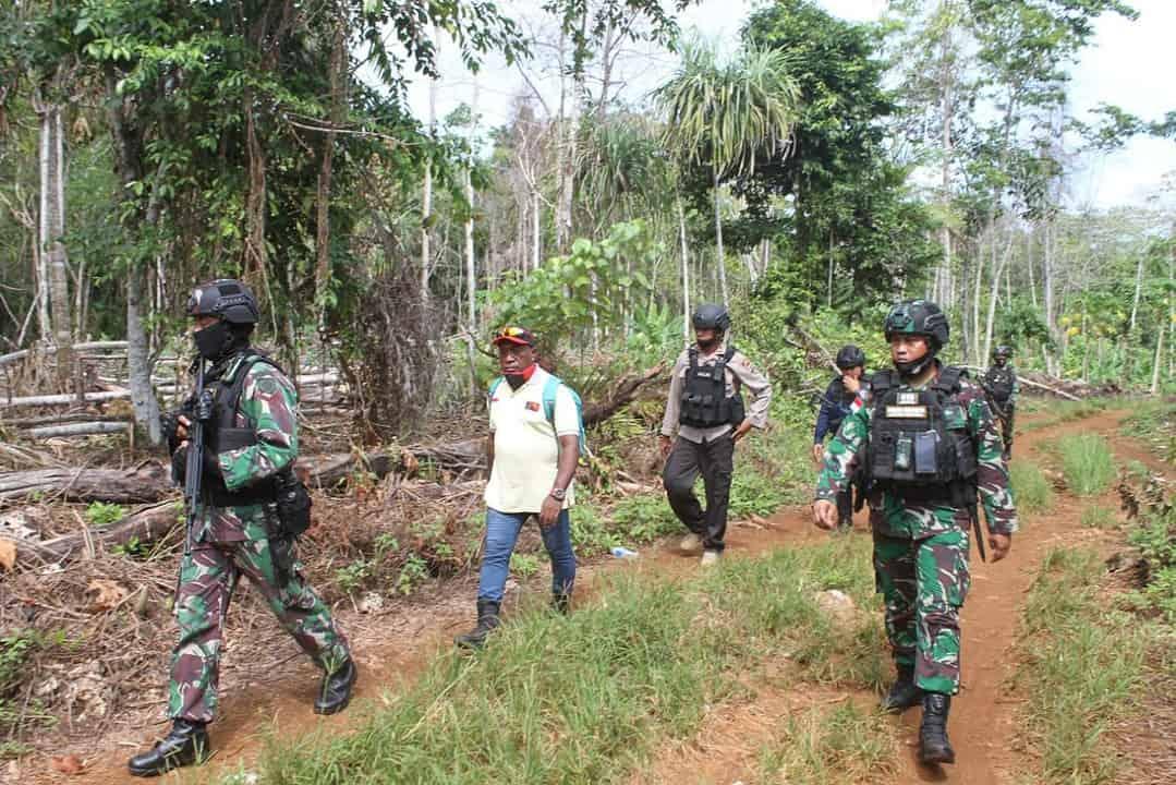 Cegah Pelintas Batas Ilegal, Satgas Yonif 413 Inisiasi Patroli Gabungan Perbatasan RI-PNG