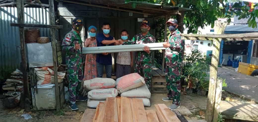 Satgas Yonif 133/YS Bantu Material Pembangunan Rumah Warga di Tapal Batas