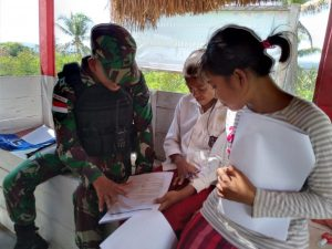 Bantu Cerdaskan Anak Papua, Satgas Yonif MR 413/Bremoro Berikan Bimbingan Belajar Lapangan