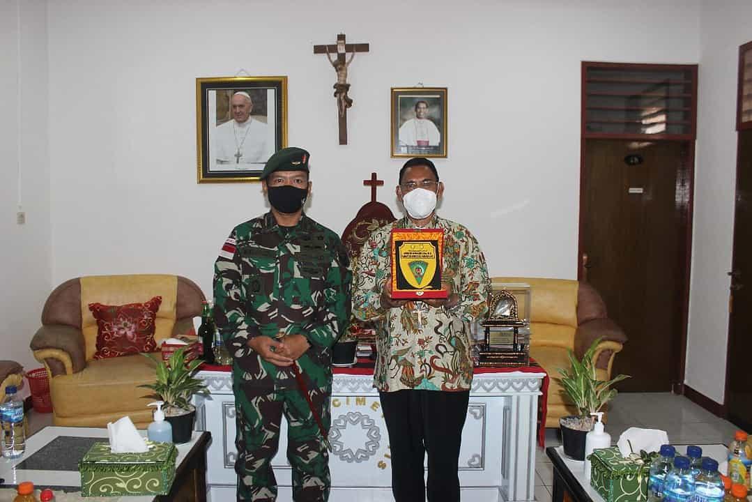 Jelang Purna Tugas, Satgas Pamtas Yonif R 142/KJ Silaturahmi Kepada Uskup Atambua
