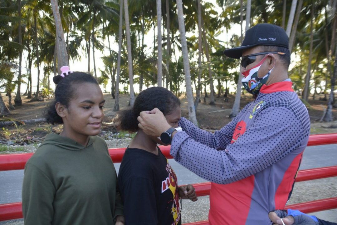Sambil berolahraga, Korem 172/PWY Bersama BRI Bagikan Masker Untuk Masyarakat Jayapura
