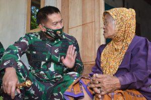 Pangdam IX/Udy Serahkan Kunci RTG Bagi Warga Korban Gempa NTB