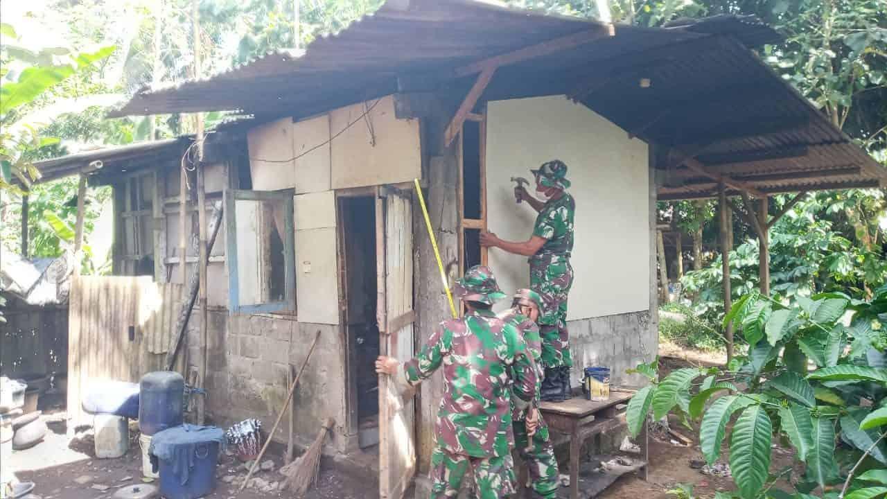 Prajurit Yonif MR 411 Bersama Kodim Salatiga Wujudkan Mimpi Warga untuk Miliki Rumah Layak Huni