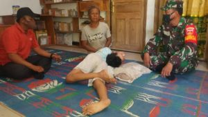 Tangis Dasiyem Didatangi Babinsa Jatimulyo Berikan Bantuan Sembako