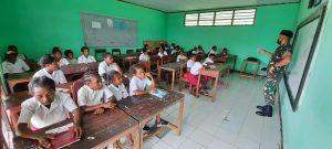 Peduli Pendidikan, Satgas Yonif R 100 Mengajar di SD Kanandega