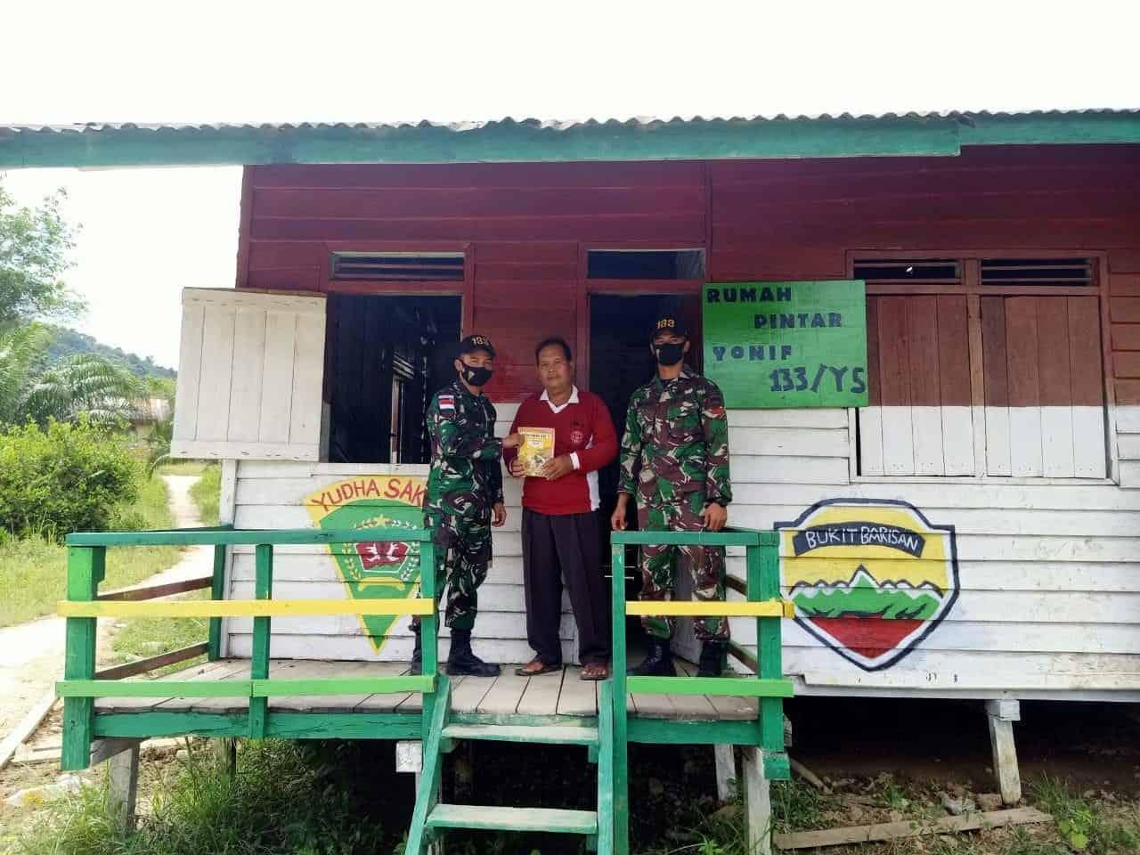 Tingkatkan Literasi, Satgas Yonif 133 Renovasi Rumah Pintar di Perbatasan