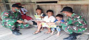 Bakti Pendidikan Jelang Purna Tugas, Satgas Yonif 133 Bagikan Buku dan Alat Tulis di Perbatasan