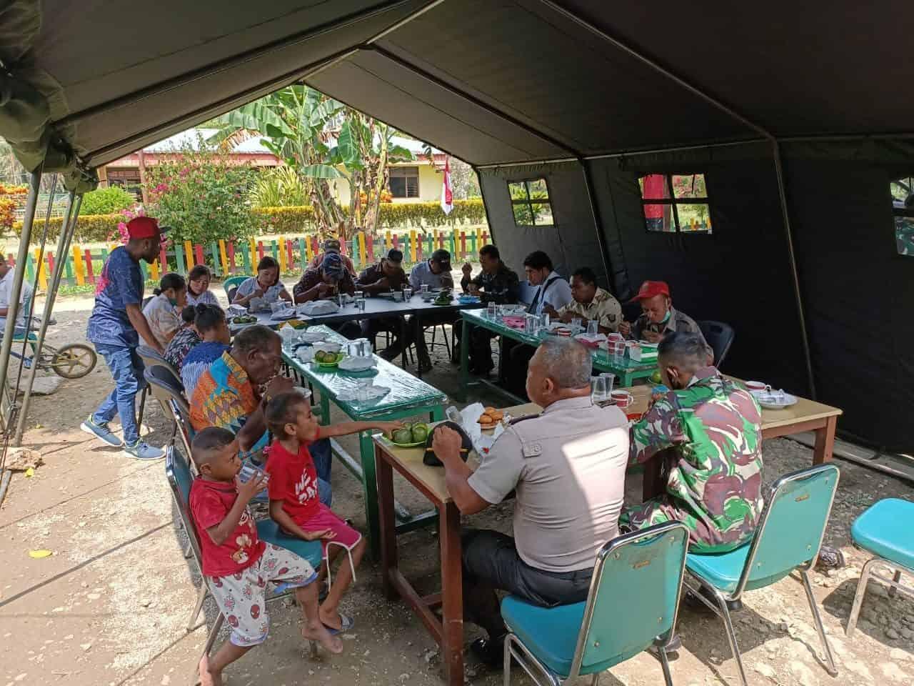 Mantapkan Hubungan Harmonis, Satgas Yonif 312 Silaturahmi dengan Elemen Masyarakat Perbatasan RI-PNG