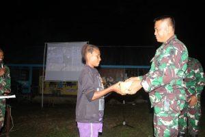 Sambut HUT RI ke-75, Satgas Yonif 413 Gelar Layar Tancap di Kampung Kibay