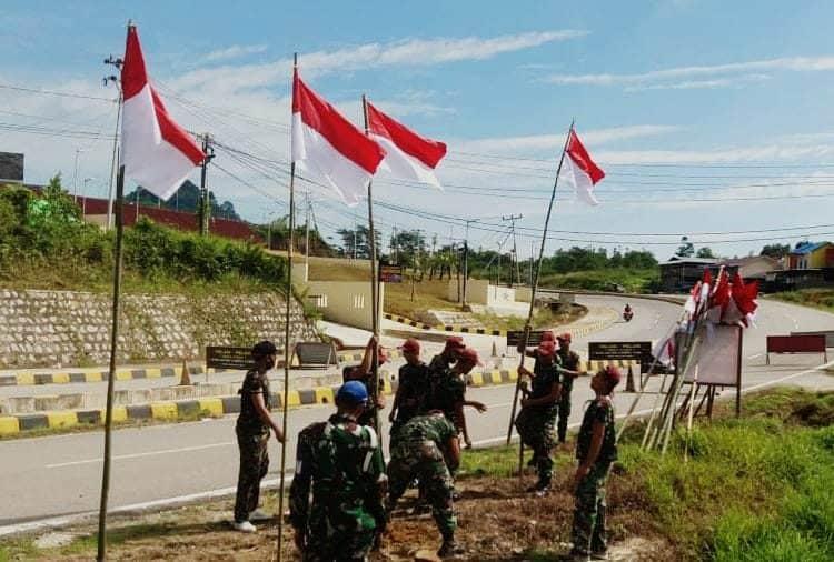 Gelorakan Semangat Kemerdekaan, Satgas Yonif R 641 Hiasi Perbatasan dengan Bendera Merah Putih