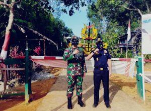 Dansatgas Yonif R 641 Bersama Kepala Kantor Bea Cukai Sintete Tinjau Pos Perbatasan di Temajuk