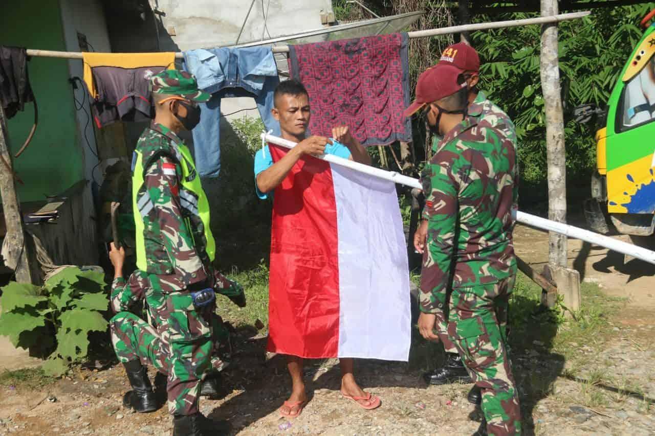 Kobarkan Semangat Nasionalisme, Satgas Yonif R 641 Ajak Masyarakat Kibarkan Merah Putih di Perbatasan