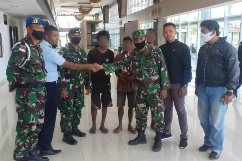 Patroli Rutin, Satgas Yonif RK 744 Amankan 3 Pelintas Batas Ilegal Asal RDTL