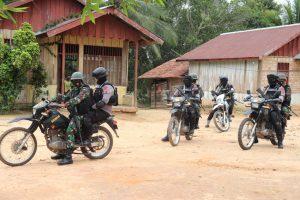 Ciptakan Rasa Aman, Satgas Yonif 754 Patroli Bermotor Keliling Kabupaten Mappi