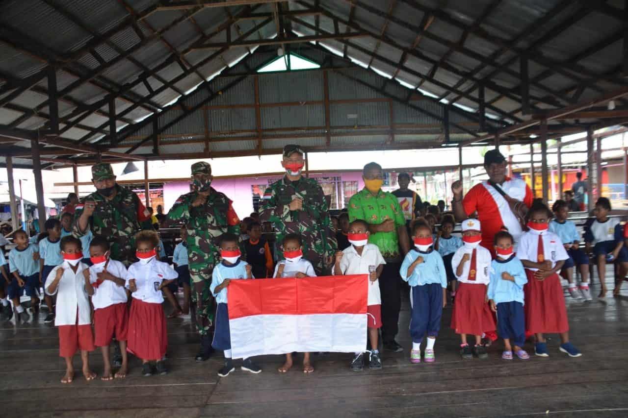 Peduli dan Sayang Anak Papua, Korem 172/PWY Bantu Perlengkapan Sekolah Pelajar Sentani