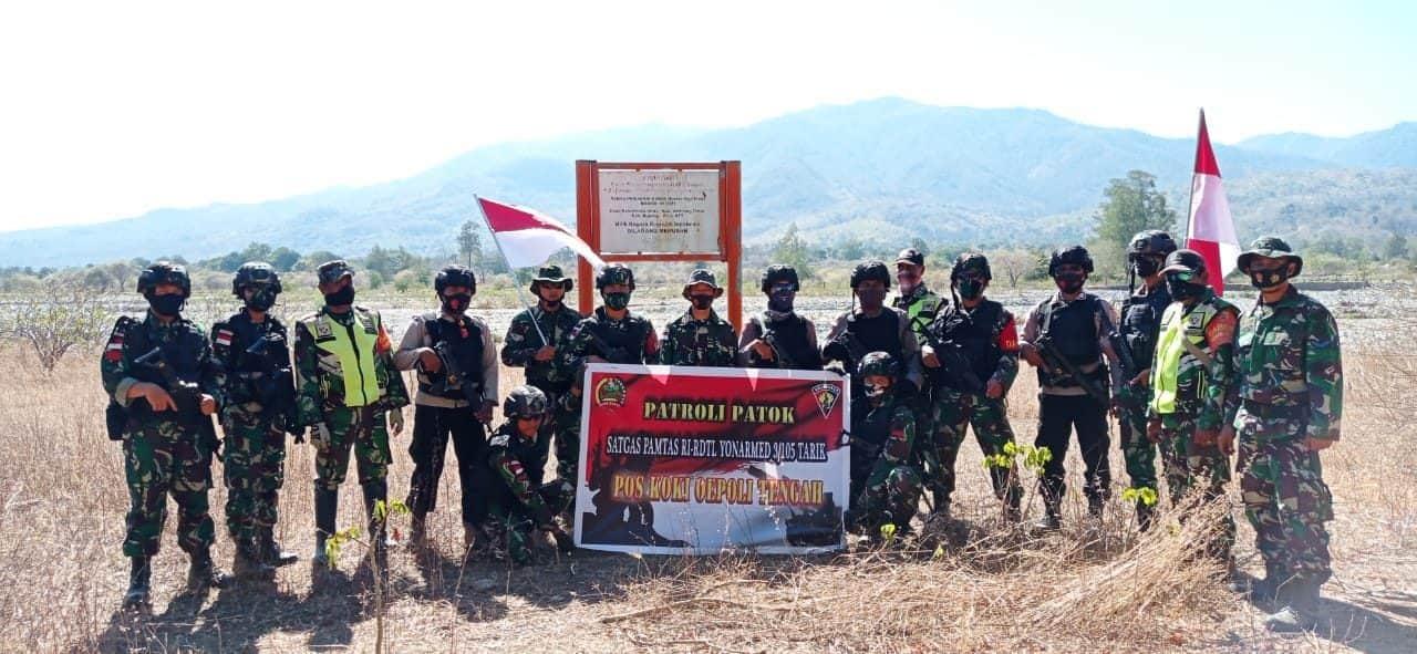 Sinergitas Satgas Yonarmed 3/105 Tarik dan Aparat Kepolisian Patroli Bersama di Perbatasan RI-RDTL