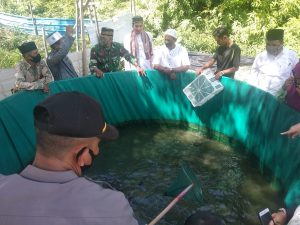 Pesantren Nurul Ikhsan Panen Perdana Lele di Kolam Bioflok Kodim Aceh Jaya