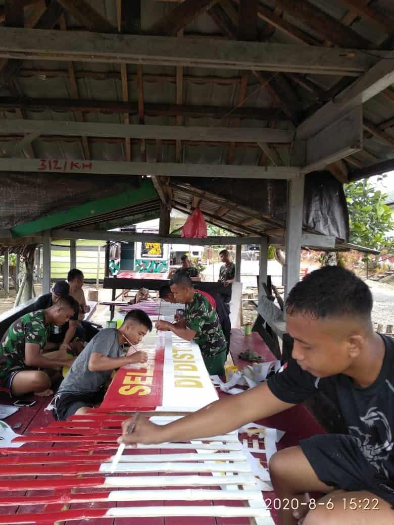 Sambut HUT ke-75 RI, Satgas Yonif 312/KH Bangun Gapura Merah Putih Kampung Umuaf