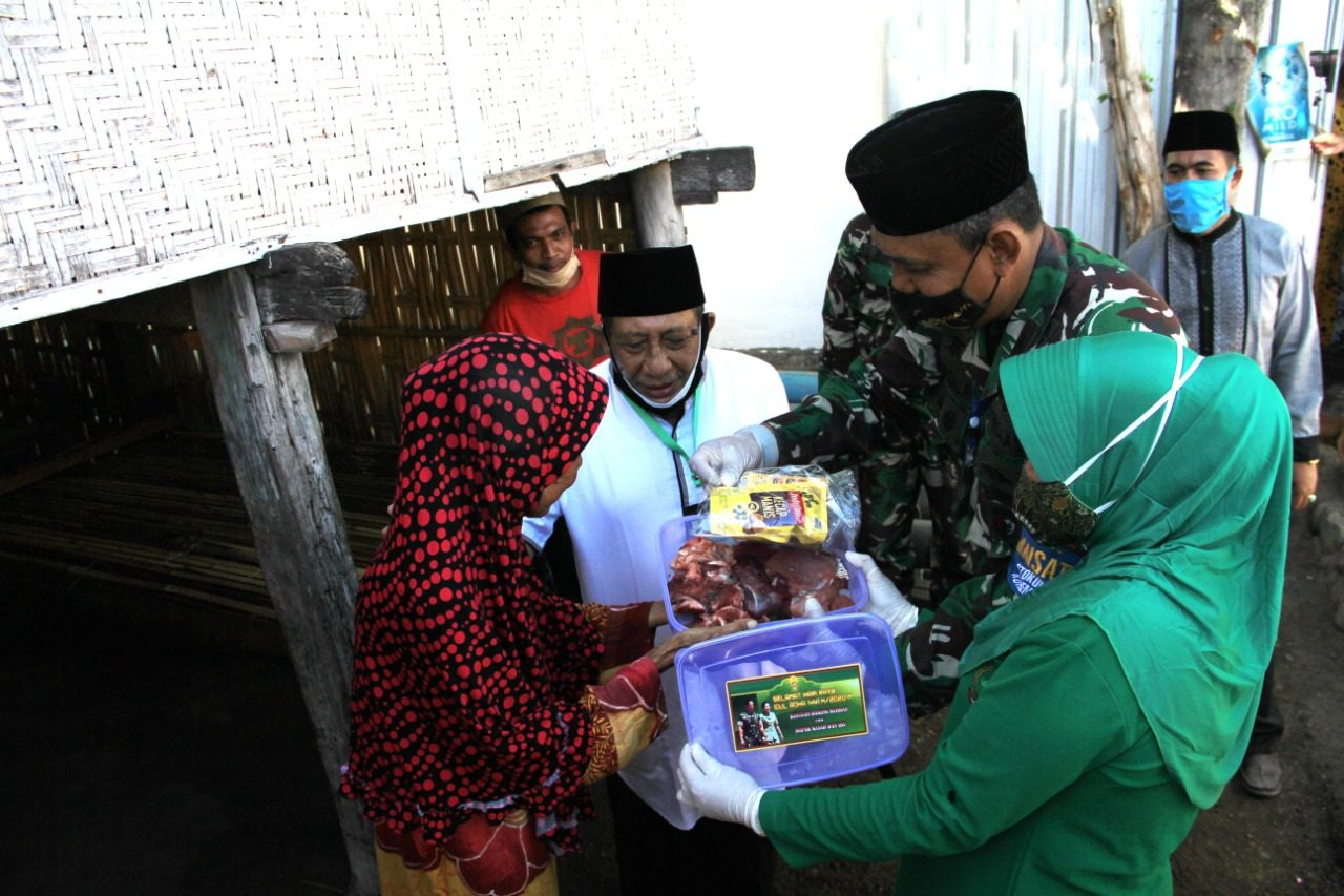 Kebahagiaan Warga Pulau Bungin Terima Bantuan Hewan Kurban dari Kasad