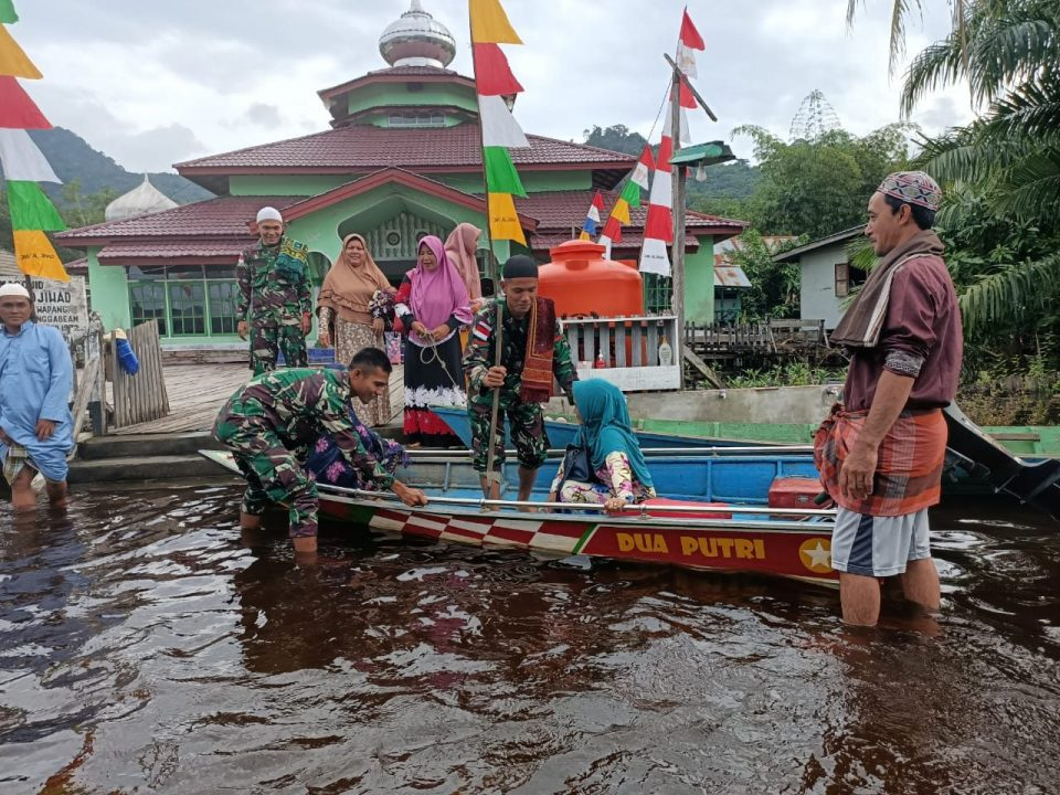 Di Tengah Banjir, Satgas Yonif 133 Rayakan Idul Adha Bersama Warga Tapal Batas