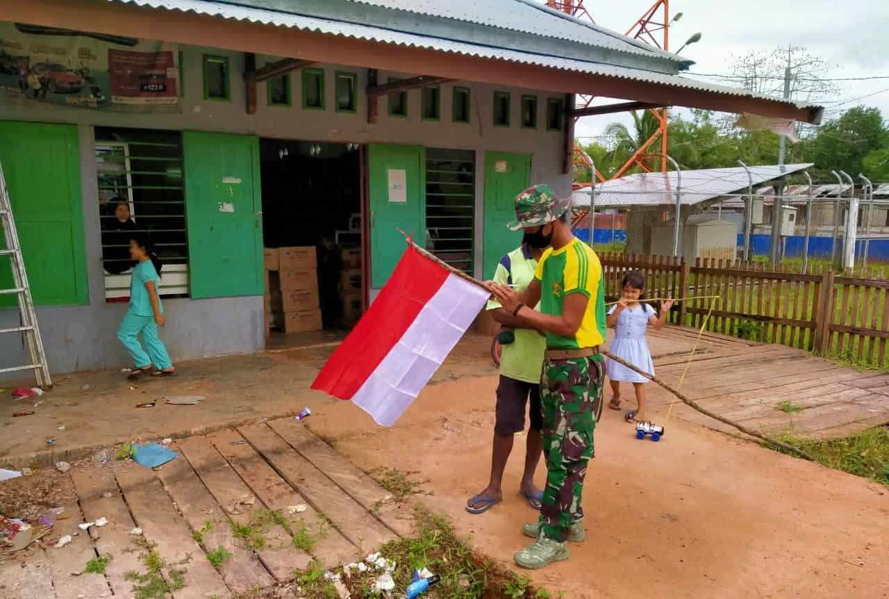 Jelang HUT Kemerdekaan RI ke-75, Satgas 754 Kostrad Ajak Warga Kimam Pasang Bendera Merah Putih