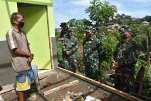Pangdam XIII/Merdeka Tinjau Pembangunan Bedah Rumah