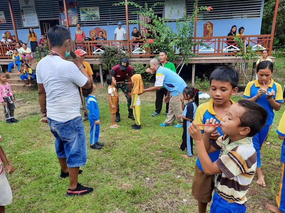 Meriahkan HUT Ke-75 RI, Satgas Yonif 133/YS Gelar Lomba dan Hiasi Rumah Adat di Tapal Batas