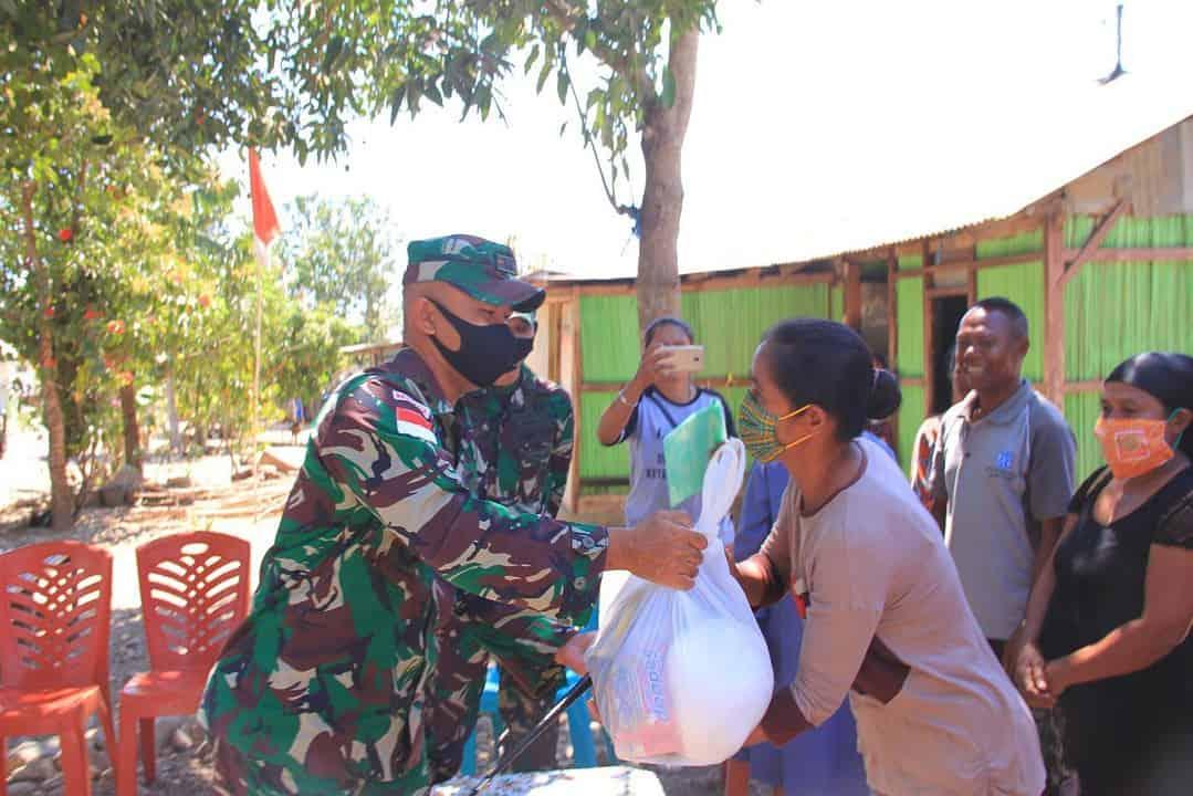 Satgas Yonif 744 dan FPPA Belu Berbagi Kasih di Perbatasan RI-RDTL
