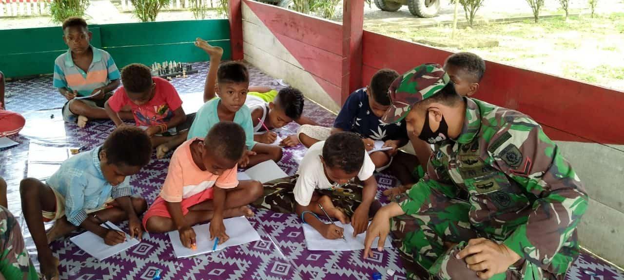 Ajarkan Nilai Pancasila, Satgas Yonif 413 Gelar Sekolah Darurat