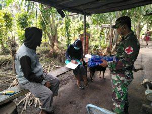 Cegah Malaria dan DBD di Perbatasan, Satgas Yonif 125 Bagikan Kelambu Anti Nyamuk Kepada Warga Yanggandur
