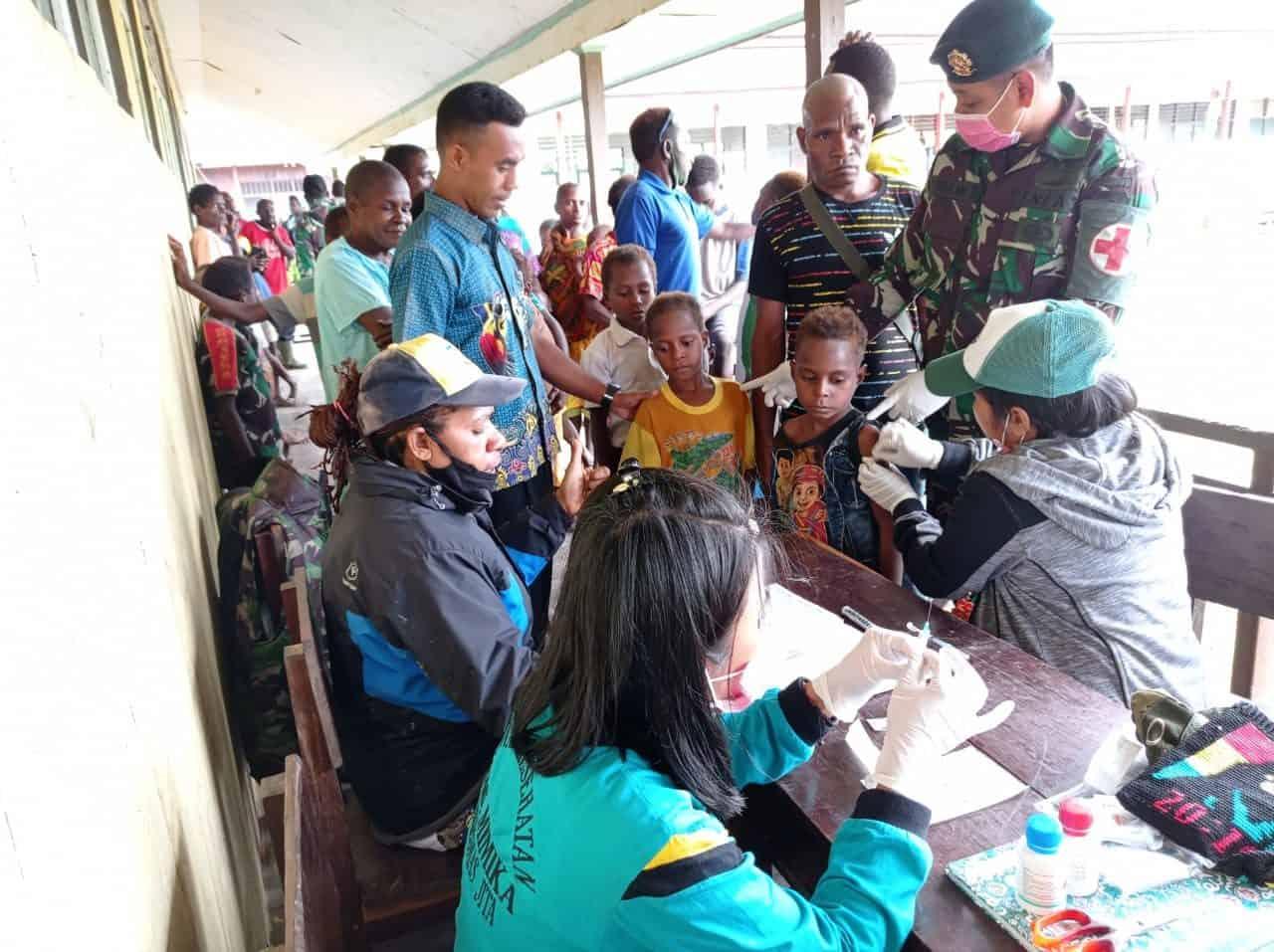 Jelang Purna Tugas, Satgas 754 Bersama Puskesmas Jita Gelar Pengobatan Keliling di Sumapro