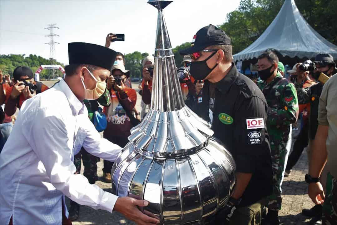 Semangat Berbagi, Kodiklatad Bersama Komunitas IOF Gelar Baksos di Hambalang