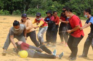 Latih Jiwa Kepemimpinan, Satgas Pamtas Yonif R 200/BN Gelar Outbound Bagi Pemuda Perbatasan