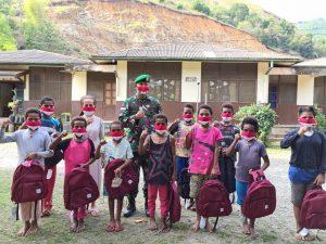 Semangati Generasi Muda Papua, Korem 172/PWY Bagikan Tas Sekolah Untuk Anak Panti Asuhan