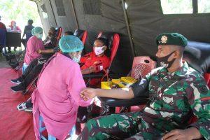 Cukupi Ketersediaan Darah PMI, Satgas Yonif MR 413 Bremoro Gelar Baksos Donor Darah
