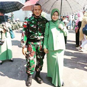 Buah Hati Lahir, Prajurit Satgas Yonif R 413 Mengadzani Putrinya Via Video Call Dari Perbatasan Negara