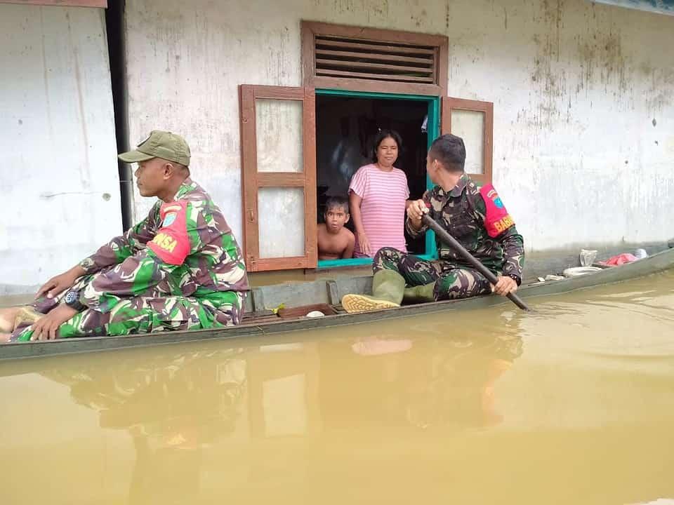 Himbau Warga Waspada Banjir, Koramil Dedai Rutin Gelar Patroli Wilayah