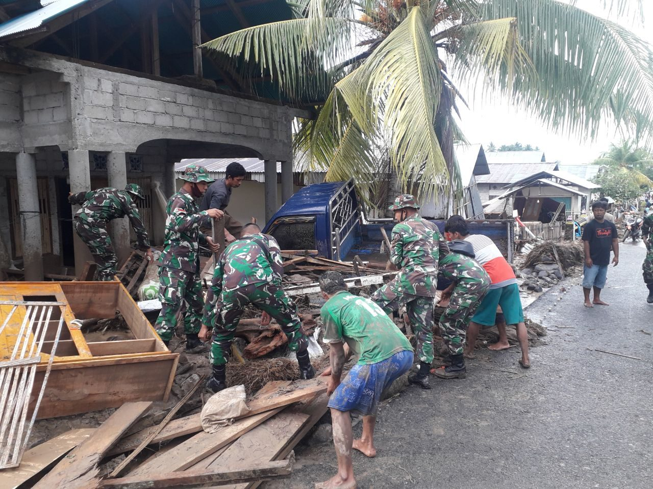 Banjir Bandang Menerjang, Kodim 1304/Gorontalo Sigap Berikan Pertolongan