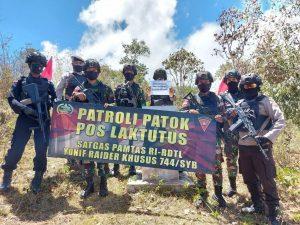 Pastikan Wilayah Perbatasan Kondusif, Satgas Yonif RK 744 bersama Kepolisian Patroli Bersama