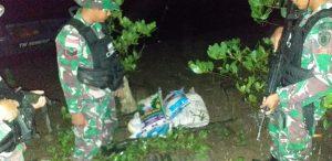 Patroli Malam, Satgas Yonif 623 Amankan Puluhan Botol Miras di Perbatasan