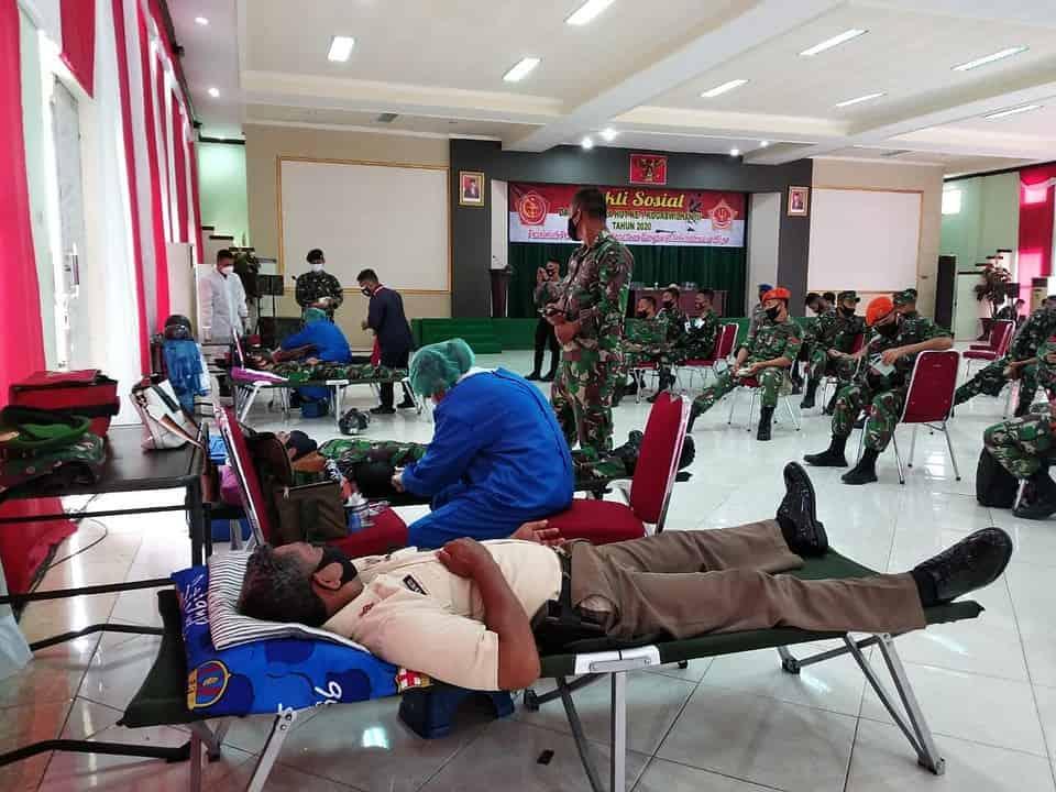 Peduli Kemanusiaan, Satgas Yonif RK 732 Bersama Kogabwilhan III Donorkan Darah